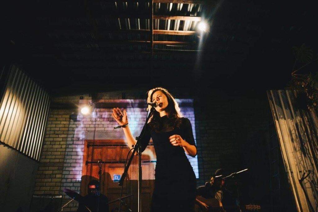 Birutė Tauterytė (vokalas) su grupe Whale saunds kalėdinis koncertas 2018m.